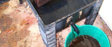 Draining worm tea from a worm farm