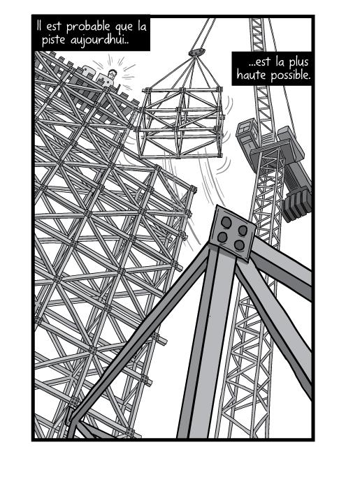 Vue en contre plongée d'une structure de montagnes russes avec une grue montant un chargement. Il est probable que la piste aujourdhui est la plus haute possible.