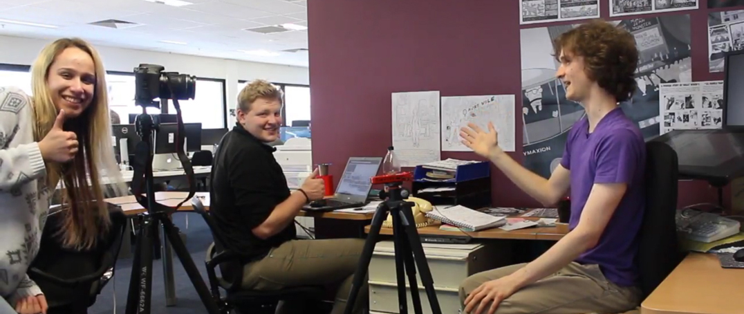 Stuart McMillen working with Science Communication interns